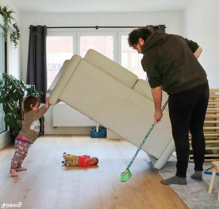 4 Pai faz essas fotos hilárias quando sua esposa pede para ele ficar sozinho com as crianças; confira