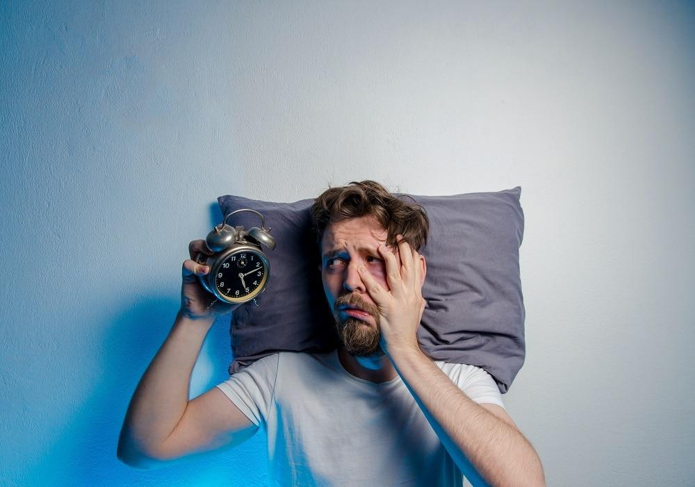 Dormir mal influencia na fome e aumenta consumo de alimentos mais calóricos